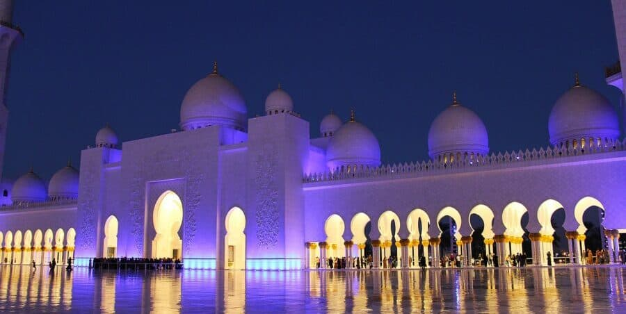 Travel tips for a day trip to Abu Dhabi from Dubai